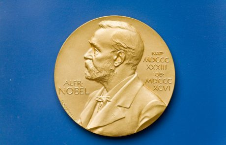 """Nobelova nagrada za fiziko trem znanstvenikom iz ZDA: """"Njihovo odkritje je pretreslo svet"""""""