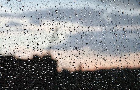 Vreme: Zvečer in ponoči oblačno in deževno, na Primorskem zmerna burja
