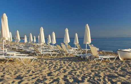 Na ljubljanskem letališču se potniški promet počasi znova vzpostavlja, Slovenci smo začeli odhajati na dopust v Grčijo