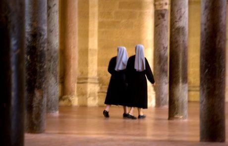 Nuni sta se z misijonarskega potovanja vrnili noseči