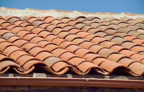 Krovce iz vse države vabijo k popravljanju streh po toči na Domžalskem, kjer naj bi bilo za približno 2,5 milijona evrov škode