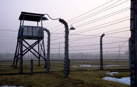 V Nemčiji vložili obtožnico proti 100-letnemu nekdanjemu pazniku v koncentracijskem taborišču, očitajo mu sodelovanje pri 3518 umorih
