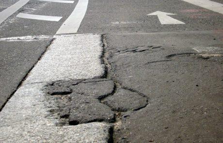 Slovenske ceste v slabem stanju, policisti voznike pozivajo k previdnosti