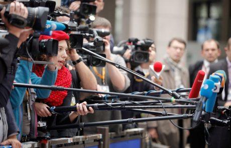 Na FDV so se s spominsko ploščo poklonili starosti novinarstva v Sloveniji Juriju Gustinčiču