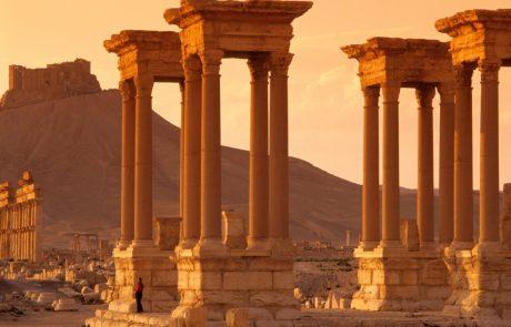 Obnova antičnega mesta Palmira, ki ga je primerljivo s potresom uničila Islamska država, možna, a dolgotrajna in draga