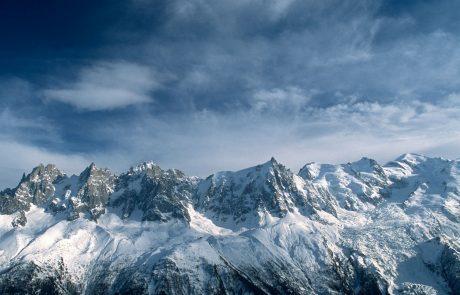 Gorski reševalci so morali s helikopterjem reševati planinko, ki je bila kljub snegu in ledu opremljena le z urbanimi derezicami