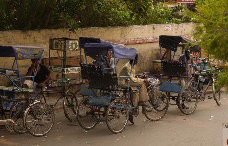 V Indiji zaradi covida-19 v enem dnevu umrlo največ ljudi na svetu