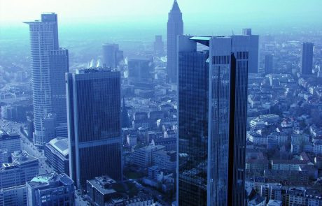 V Frankfurtu po množični evakuaciji poteka deaktivacija ogromne bombe