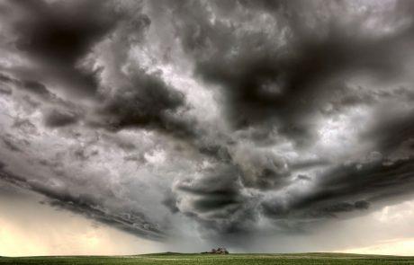 Izdali opozorilo: Popoldne in ponoči možna neurja z močnimi sunki vetra in točo
