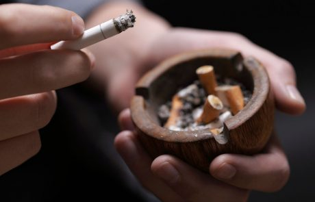 Če kadite, bi morali nujno jesti te tri stvari