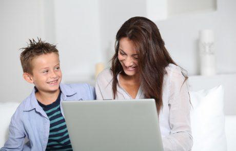 Varna raba interneta: Otroke in mladostnike je treba spodbujati, da spregovorijo o težavah