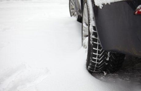 Vreme: V notranjosti Slovenije pada sneg