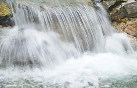 Zaradi obilnega deževja danes še možnost poplavljanja rek: Kakšno bo vreme za vikend?
