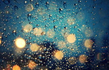 Vreme: Tudi ponoči bo deževalo
