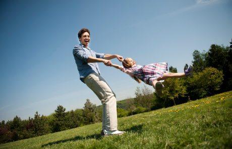 Gospodinjstva lani v boljšem finančnem položaju, počitnice bi si jih lahko privoščilo največ doslej