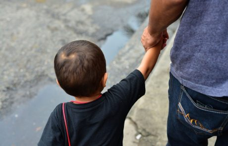 Gorski reševalci so v BiH rešili enajst migrantov, ki so med begom padli v jamo