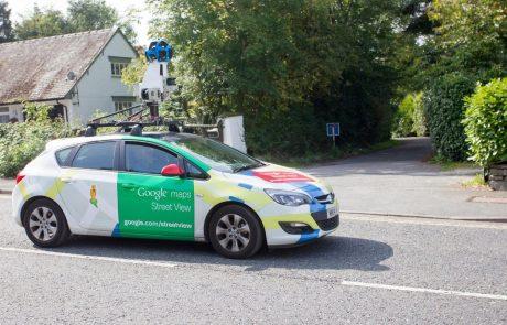 Googlov Street View avtomobil snema slovenske ulice, pospravite dvorišče!