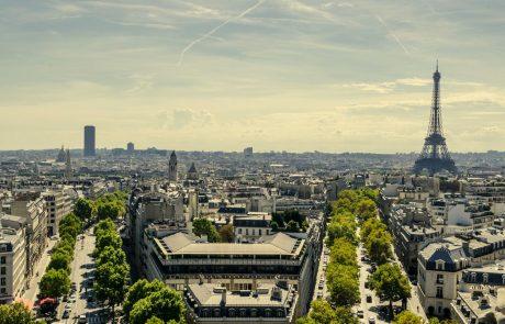 V Parizu se vsaj za dva tedna zapirajo vsi bari in kavarne
