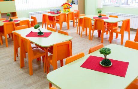 Hrvaška z obsežnimi priporočili za odpiranje vrtcev in šol: Temeljno priporočilo staršem je, da ne pošiljajo otrok v vrtce in šole, če lahko zagotovijo varstvo