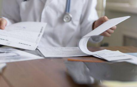 Družinski zdravniki si pri diagnozah na daljavo pomagajo s fotografijami in pogovorom po telefonu