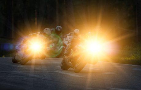 V nesreči nad Polhovim Gradcem zaradi neprilagojene hitrosti umrl motorist