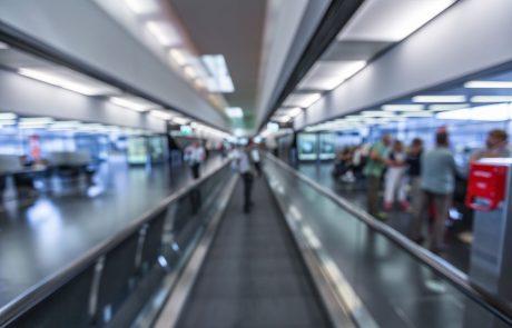 EU priporoča umik omejitev ob potovanju v unijo za še nekaj držav, med drugim ZDA in Srbiji