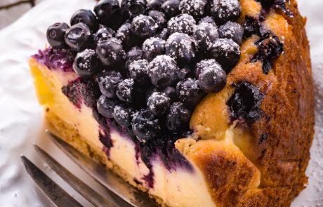 RECEPT: Borovničev cheesecake brez peke