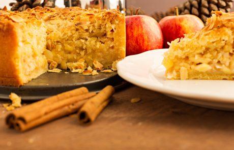 Poskusite odličen recept za torto iz jabolk in kruha – enostavna je za pripravo in zelo okusna
