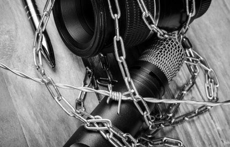 Bruselj: V Sloveniji posebej problematičen politični pritisk na neodvisnost medijev