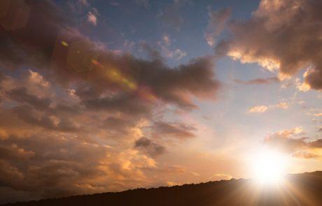 Danes bo sprva precej oblačno, čez dan se bo od zahoda delno zjasnilo
