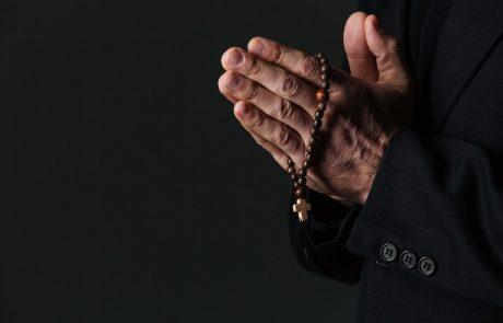 Italijo pretresa nov primer spolnih zlorab mladoletnikov v katoliški cerkvi