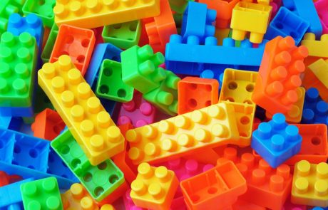 Nemška carina iz prometa odstranila 50.000 ponarejenih lego kock