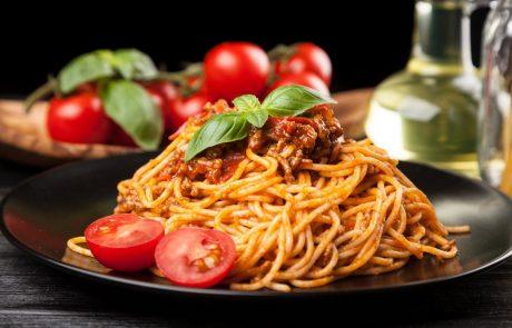 Italijanski kuhar razkriva: To je edini pravi recept za pripravo bolonjske omake!
