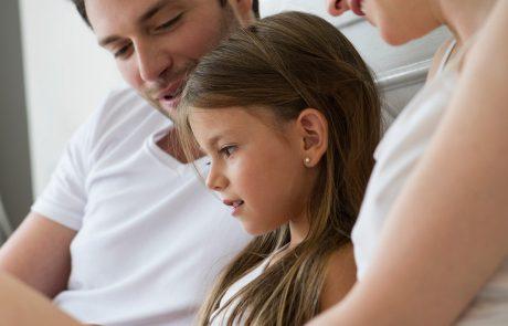 NIJZ izdal navodila za starše, kako se z otroki pogovarjati o koronavirusu