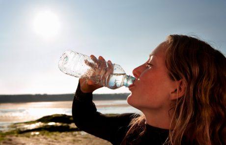 Hitri test: Uščipnite se, in preverite, ali pijete dovolj vode