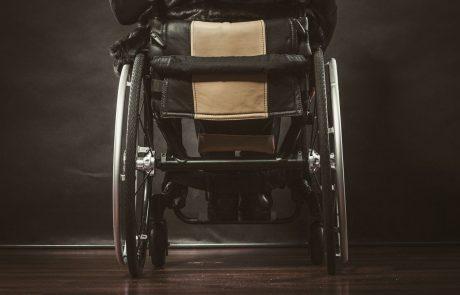 Ljubljanska občina postavlja klančine za gibalno ovirane osebe in družine z otroškimi vozički, za lažji dostop do trgovin in lokalov