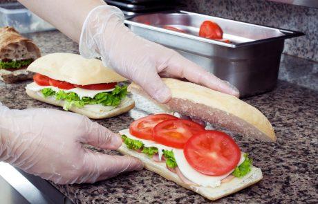 Policija v povezavi z zastrupljenim sendvičem preiskuje 21 smrti