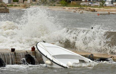 Morje tudi danes lahko poplavi nižje dele obale