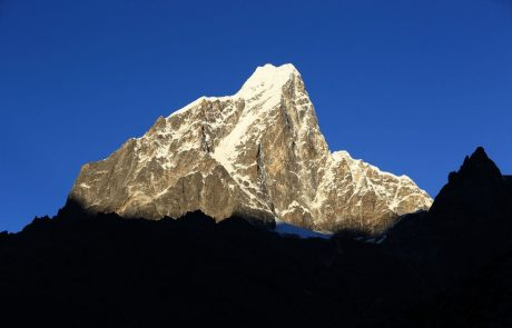 Nepal prepovedal solo vzpone na Everest