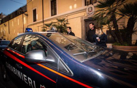 V Italiji aretirali 22-letnega moškega, pri katerem so zasegli več kot 10.000 pedofilskih posnetkov, celo novorojenčkov