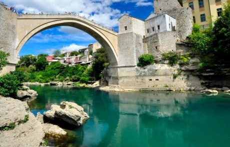 Balkan v primežu hude vročine: v Mostarju zabeležili 50 stopinj Celzija