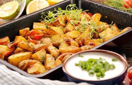 Za popolno hrustljav pečen krompir spremenite samo eno stvar v pripravi