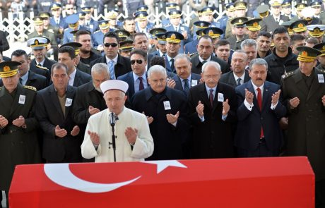 V ruskem zračnem napadu v Siriji ubiti trije turški vojaki: Putin Erdoganu že izrekel sožalje
