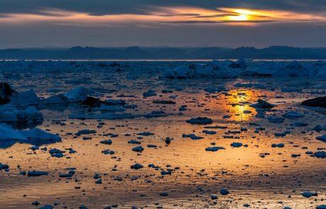 Na Grenlandiji se zaradi vročinskega vala topi prek 50 odstotkov ledene plošče