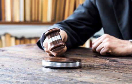 Po petkratnem umoru, ki se je oktobra lani zgodil v Kitzbühlu, se je danes začelo sojenje 26-letnemu obtožencu