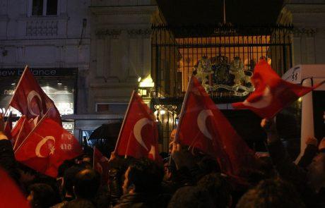 Na Nizozemskem se končuje kampanja pred sredinimi parlamentarnimi volitvami, ki jo je minuli konec tedna zasenčil spor s Turčijo