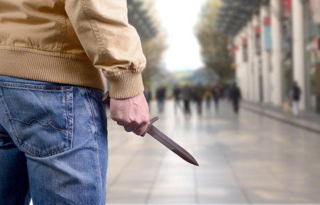 Trije nasilni mladoletniki ropali po ljubljanskih ulicah in grozili z nožem