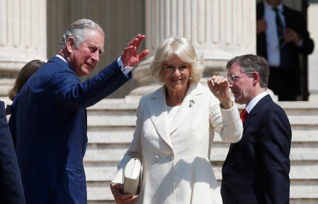 Kraljica je ponižala Camillo, ki prosi Charlesa, naj posreduje