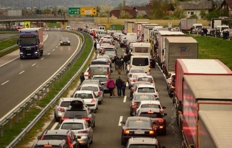 Mejni prehod Obrežje zaradi varnostnega dogodka zaprt za ves promet v obe smeri