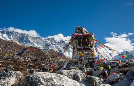 300 turistov zaradi slabega vremena za več dni obtičalo blizu Mount Everesta